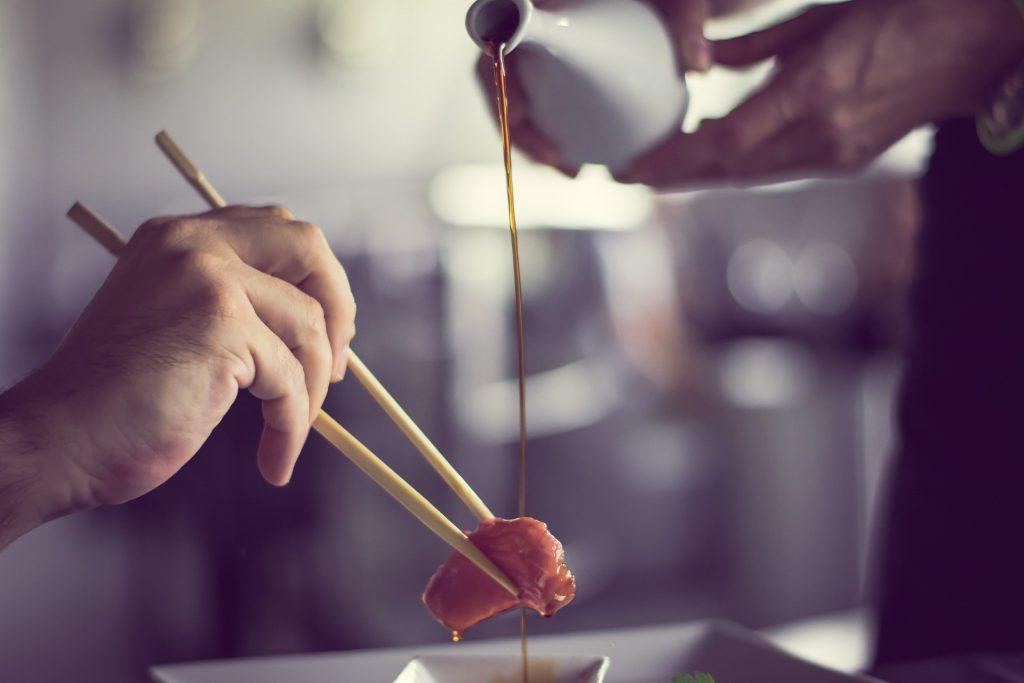 アメリカの日本食レストランのサーバーは見た!アメリカ人のありえない日本食の食べ方とは?