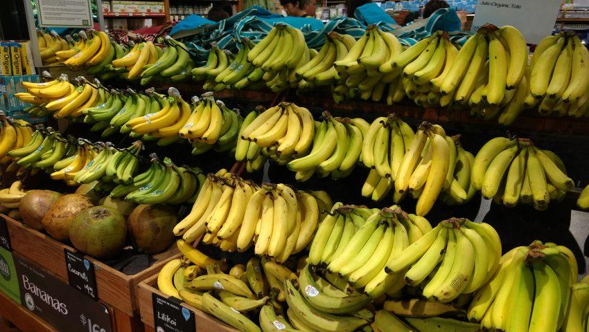 ホールフーズで売られているバナナ