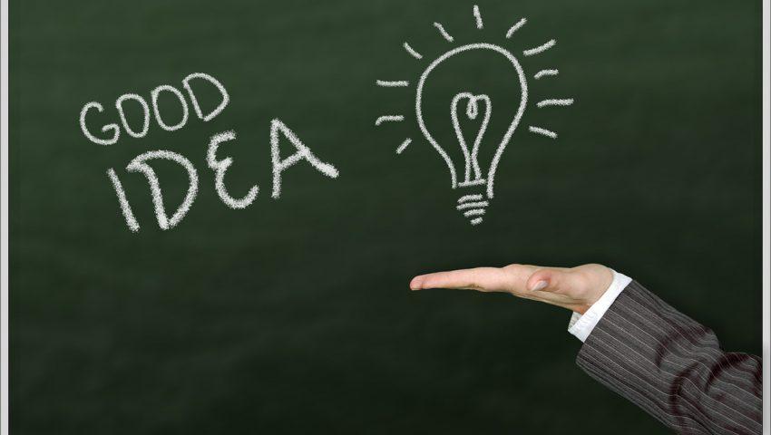 黒板の「GOOD IDEA」の文字イメージ
