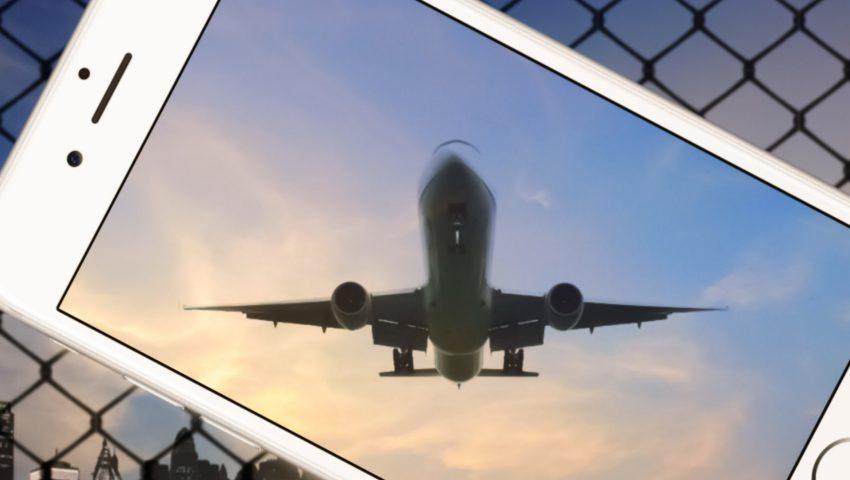 飛行機が写るスマホ
