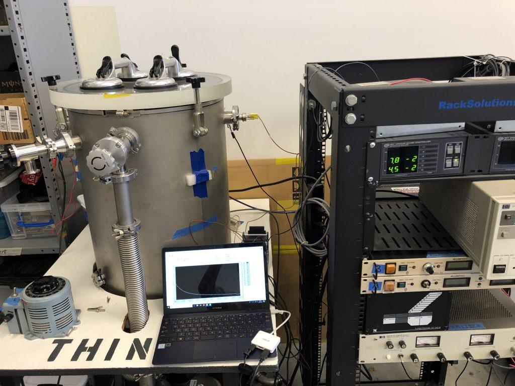 カリフォルニア州立工科大学の研究室での様子